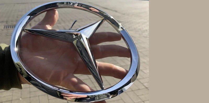 Lampa zielonego samochodu